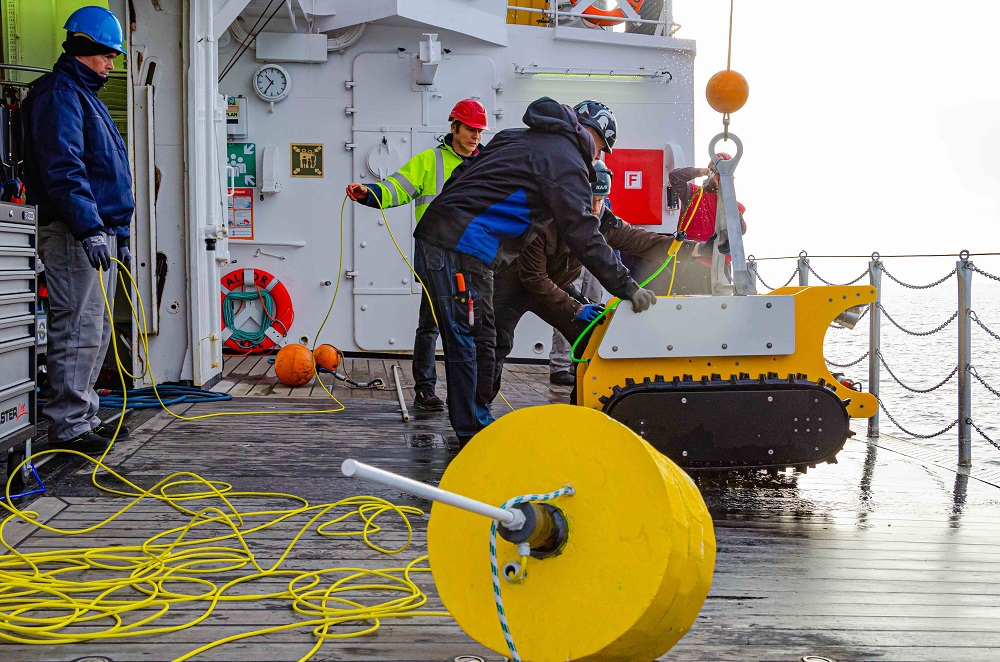 November 2019: test deployments with surface buoy in the Baltic Sea